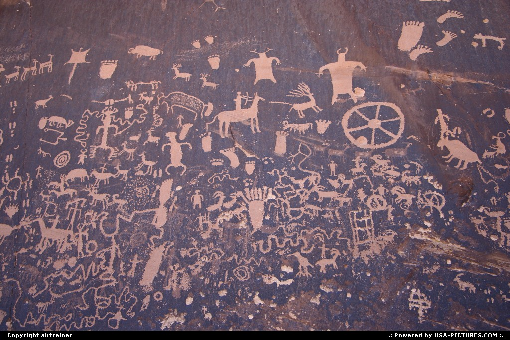 Picture by airtrainer:Not in a CityUtahnewspaper rock, petroglyphs