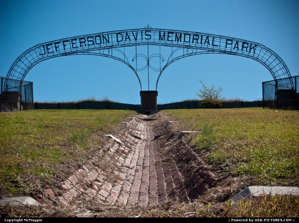Picture by McMaggie: Fort Monroe Virginia   Jefferson Davis Memorial Park, Fort Monroe, Virginia