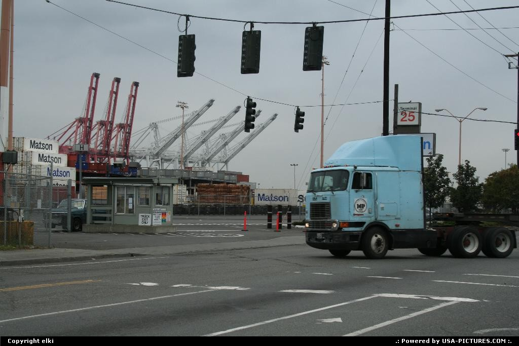Picture by elki: Seattle Washington   truck, harbor