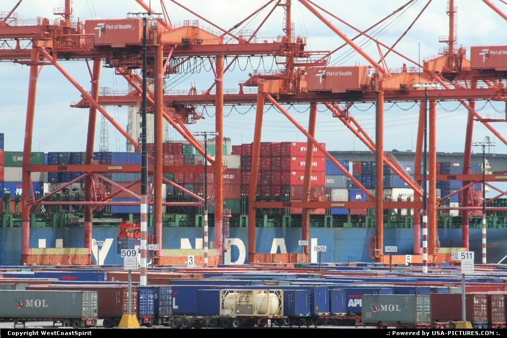 Picture by WestCoastSpirit:SeattleWashingtoncrane, port, containers, ship, asia