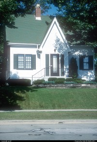 Milwaukee : An house among many set along N Lincoln Memorial Drive which runs along Lake Michigan's western shoreline