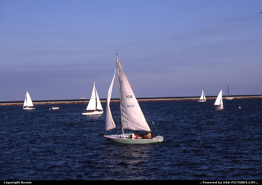 Picture by Bernie:MilwaukeeWisconsinboat, lake